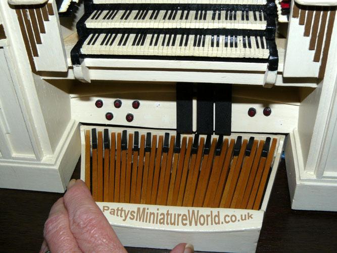 12th scale Cinema organ Compton-2